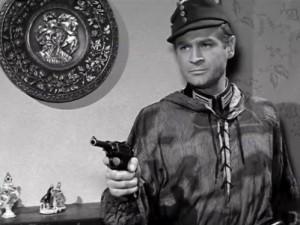 Stanslaw Mikulski som kapten Kloss