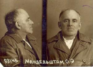 Osip Mandelstam fotograferaf efter att ha arresterats 1938.