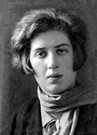 Lidia Tjukovskaja (1907-1996). Hon arbetade som tidskriftsredaktör och författare och stod upp till försvar för Iosif Brodskij (Joseph Brodsky), Aleksandr Solzenitsyn och Andrej Sacharov. Hennes roman Det tomma hemmet kunde inte publiceras legalt i hemlandet förrän 1988.