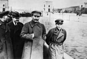 Jezjov (till höger) med Stalin innan han föll i onåd.