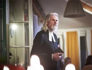 Olle Söderberg som prosten Wik