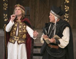Prins John och sheriffen av Nottingham smider onda planer.